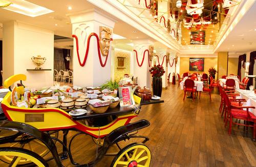 Balalaika ravintola Meriton Grand Conference & Spa hotelli Tallinna