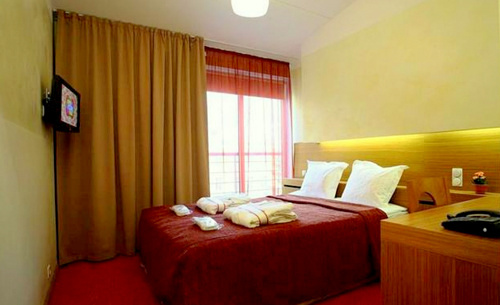 Double Room huone Hotel Bern Tallinna