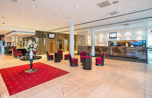 Lobby Meriton Grand Conference & Spa Hotel