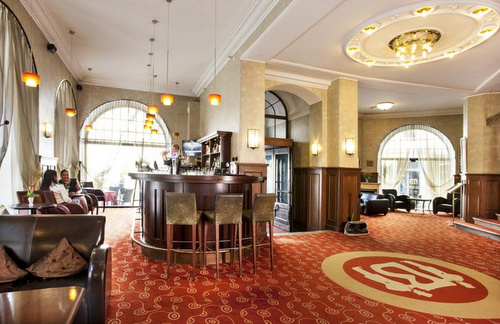 Lobbybaari Hotel Barons Tallinna