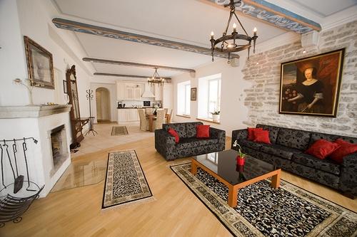 Vanhankaupungin kolmen makuuhuoneen deluxe asunto saunalla tai parvekkeella