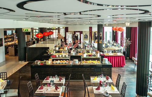 Wok & Grill ravintola Meriton Grand Conference & Spa hotelli