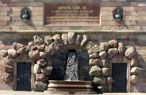 Kuningas Kaarle XI muistolaatta Tukholman kuninkaanlinna