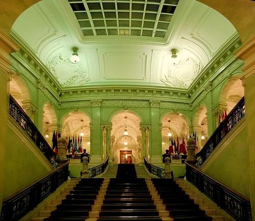 Ruotsin valtiopäivätalon porraskäytävä Tukholma