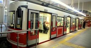 Tunel maanalainen moderni vaunu Istanbul