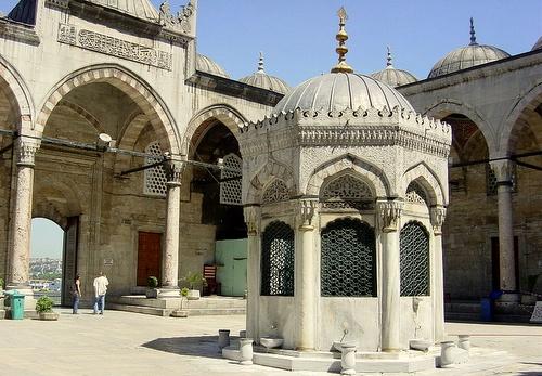 Istanbulin Uuden moskeijan sisäpiha