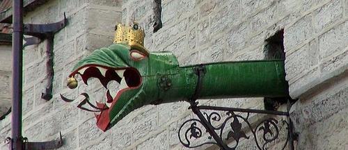 Lohikäärme gargoili raatihuone Tallinna