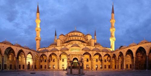 Sininen moskeija auringonlaskun aikaan Istanbul