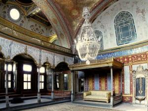 Topkapi palatsin keisarillinen halli Istanbul