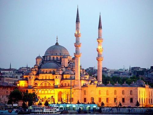 Uusi moskeija Istanbul iltakuva