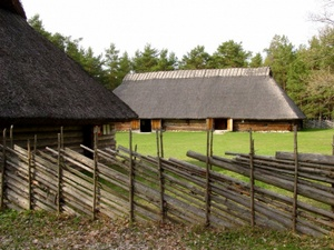 Sassi-Jaani latotalo Viron ulkoilmamuseossa