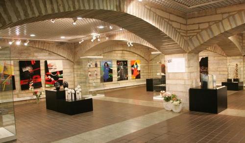 Viron kansalliskirjasto taidenäyttely Tallinna