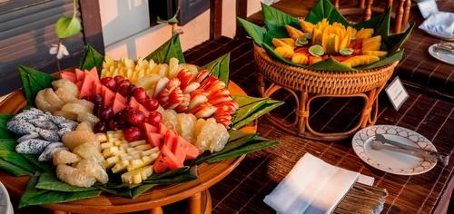 Karon Beach ruokailu Thaimaa