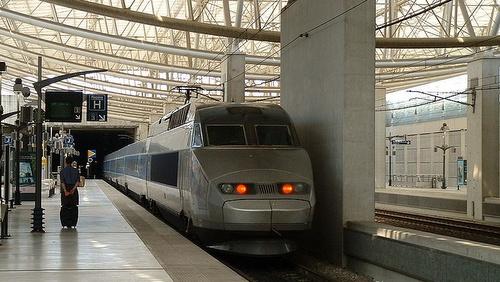 Charles de Gaulle lentokenttä TGV asema Pariisi