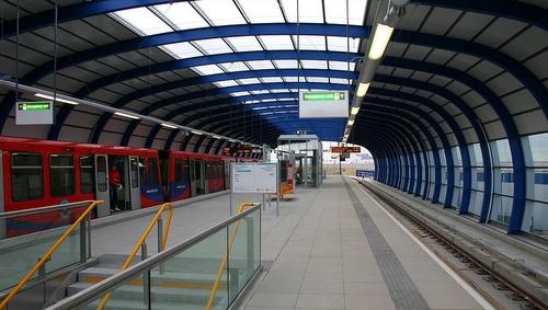 Docklands Light Railway asema Lontoo-Cityn lentoasemalla