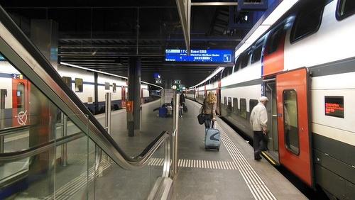 Zurichin lentokentän rautatieasema