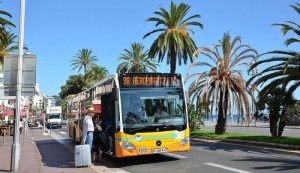Lignes d'Azur bussi Nizzan lentokentälle