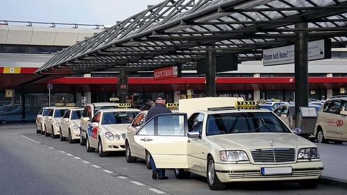 Taksitolppa Tegelin lentokenttä Berliini