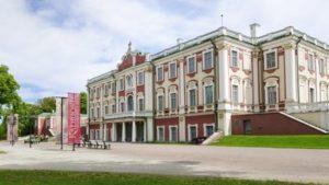 Kadriorgin taidemuseo barokkipalatsi Tallinna.