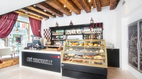 Cafe Mademoiselle Meriton Old Town Garden Hotel Tallinna