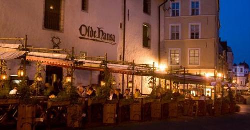 Olde Hansa ravintola terassi Tallinna