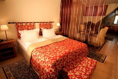 Vanhankaupungin kahden makuuhuoneen Deluxe huoneisto parvekkeella ja kylpyammeella OldHouse Apartments
