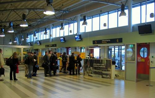 Bromman lentokentän lähtöhalli Tukholma