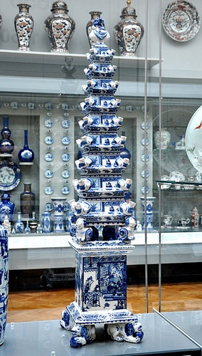 Delft Flower Pyramid Victoria and Albert Museum Lontoo