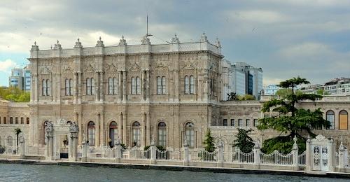 Dolmabahcen palatsi ja sulttaanin portti Istanbul