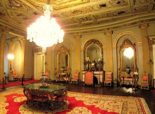Dolmabahcen palatsin sisääntuloaula Istanbul
