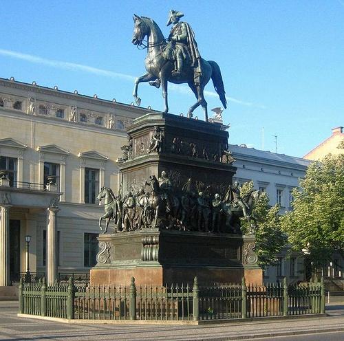 Fredrik II Suuri Unter den Linden Berliini
