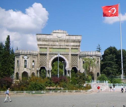 Istanbulin yliopiston pääportti