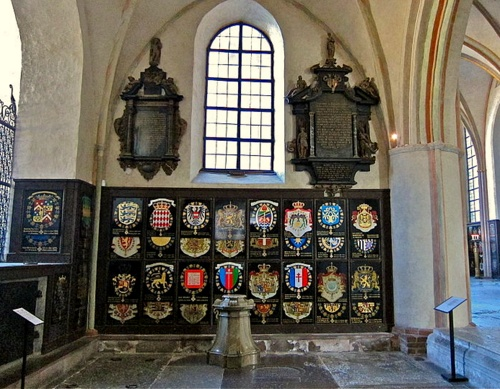 Serafiimiritarikunnan vaakunat Riddarholmenin kirkko Tukholma