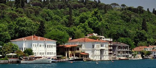 Yali kartanoita Bosporinsalmella Istanbulissa