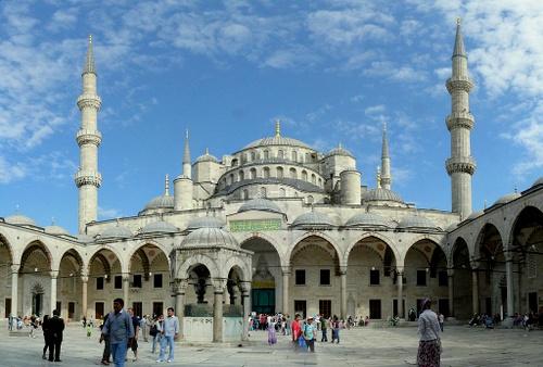 Sininen moskeija sisäpihalta Istanbul
