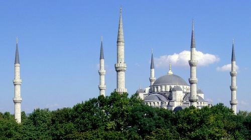 Sinisen moskeijan kuusi minareettia Istanbul