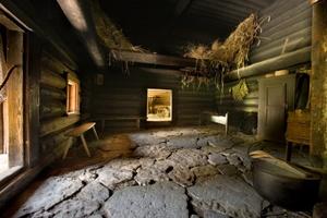 Köstriaseme latotalo sisältä Viron ulkoilmamuseo Tallinna