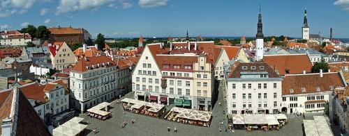 Raatihuoneentori Tallinnassa
