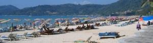 Patong Beach aurinkotuoleja Thaimaa
