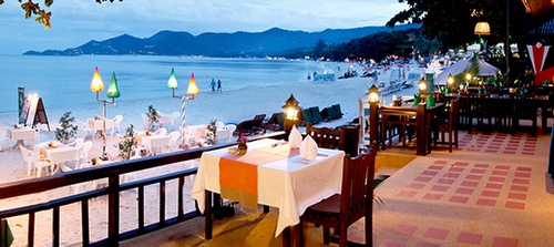 Ruokailu Chawengin rannalla Koh Samui Thaimaa