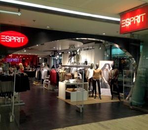 Esprit myymälä Kauppakeskus Kamppi Helsinki