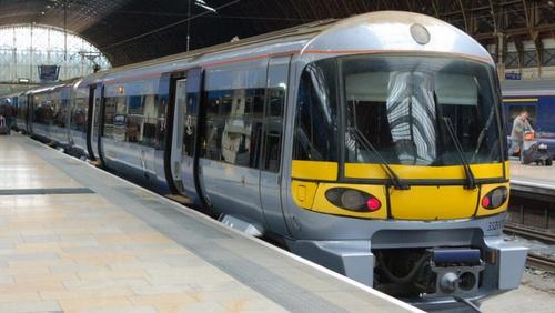 Heathrow Express juna Paddingtonin asemalla Lontoossa