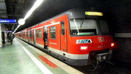 S Bahn juna Frankfurtin lentokentällä