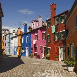 Taloja Buranon saarella Venetsiassa