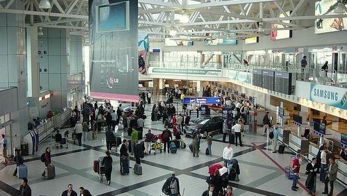 Budapestin lentokentän terminaali 2B check-in alue
