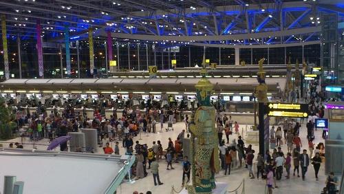 Check-in halli Bangkok Suvarnabhumin kenttä