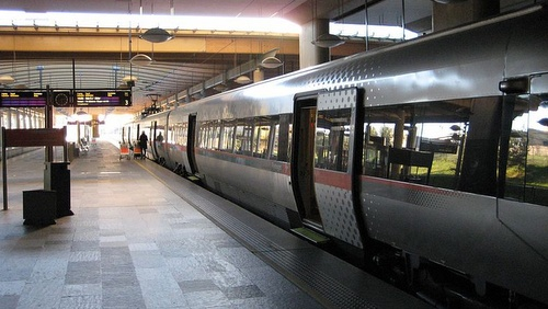Flytoget juna Oslon lentokentältä keskustaan