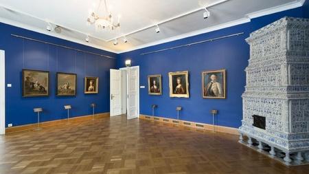 Kadriorgin taidemuseo sisätilat näyttely Tallinna.